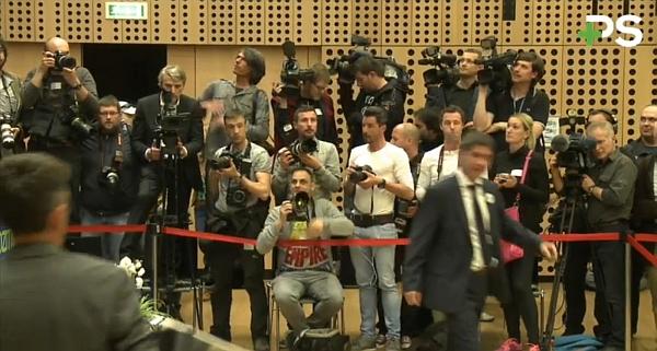 fotoreporterjev_in_novinarjev_ni_bilo_malo_na_kongresu
