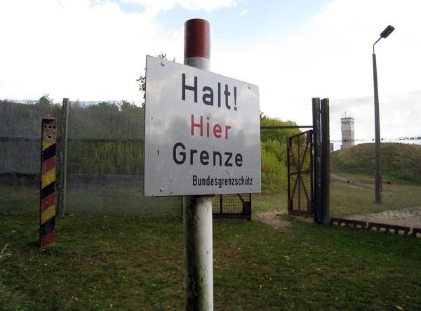 halt_hier_grenze_ChriSO_Wikipedia