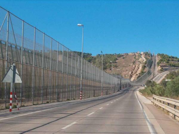 spanija_je_postavila_ograjo_proti_beguncem_v_melili