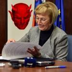 Ali je Milojka Kolar Celarc podpisala pogodbo s hudičem?