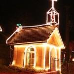 Bizaren spor glede božičnih lučk v vasici Zavinek v občini Škocjan