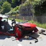 POT V NEBESA: Pri Zidanem mostu se je vozilo z veliko hitrostjo zabilo v betonsko ograjo. Umrla 79-letna sopotnica.